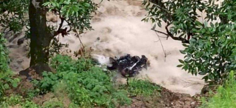उत्तराखंड: बरसाती नाले मे बहा बुलेट सवार बैंक कर्मी, सर्च अभियान में जुटी पुलिस